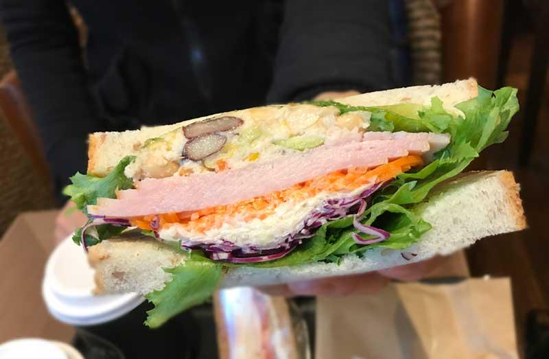具沢山のサンドイッチ