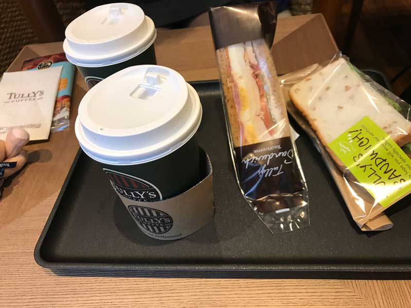 コーヒーと軽食