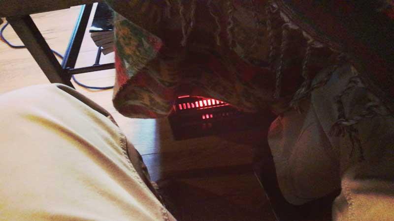 足元用にヒーターを出してくれました