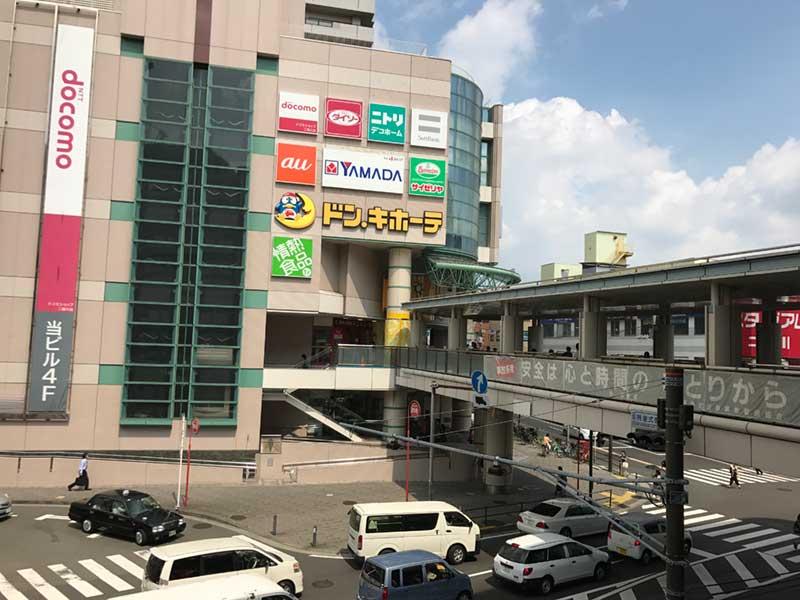 そこそこ栄えている二俣川駅前の様子