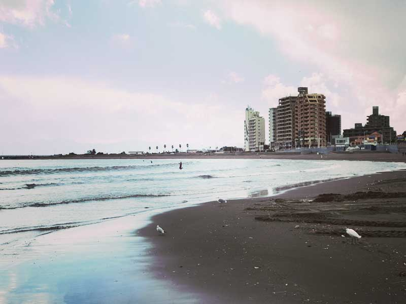 オフシーズンの腰越海岸