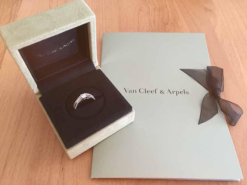 値上がりした【ヴァン クリーフ&アーペル】の婚約指輪を買ったらおまけチョコが付いてきた!