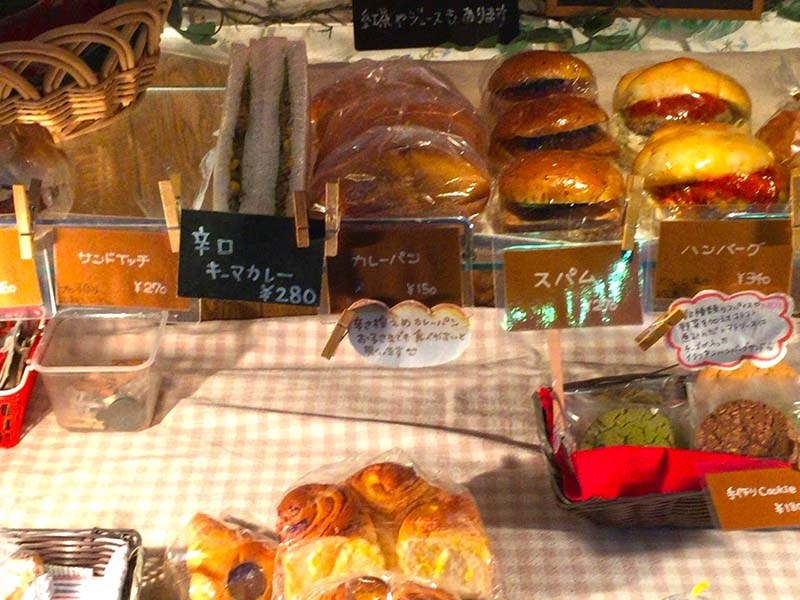 江ノ島駅前のかわいいワゴン車パン屋さん【Street Cafe reto】でひと休み