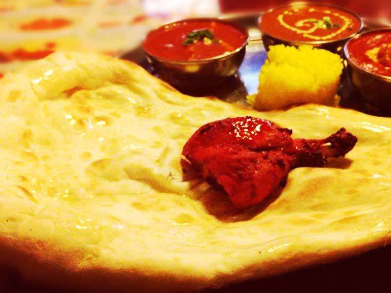 【平塚HAPPYカレー】ナンでかっ!湘南で人気のネパール人が作る本格カレー