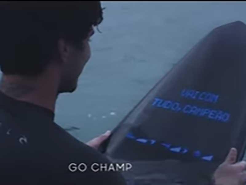 【GALAXY SURFBOARD】スマホ内蔵サーフボードでIoTサーフィン