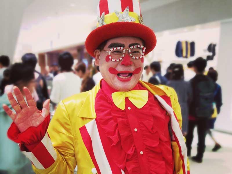 【月曜から夜ふかし出演!】平塚の「幸せおじさん」ついに全国デビューの人気者に!