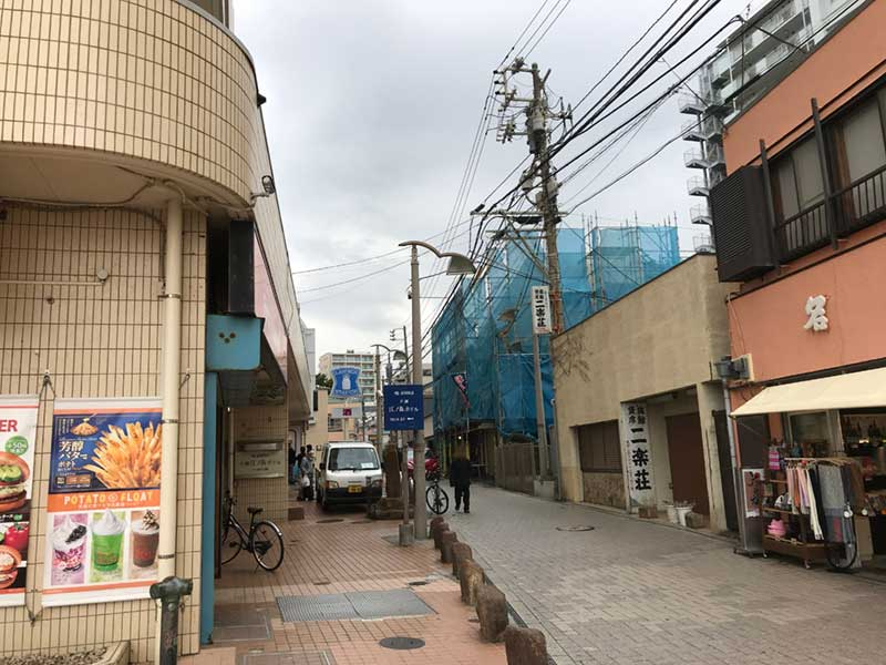 スバナ通りの入口