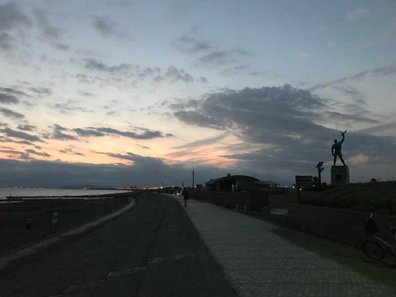鵠沼海岸の銅像