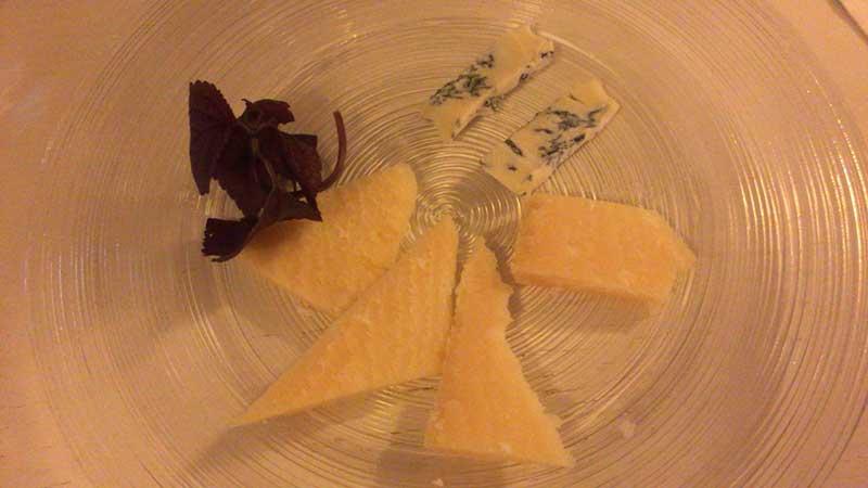 追加でオーダーしたチーズ盛り合わせ