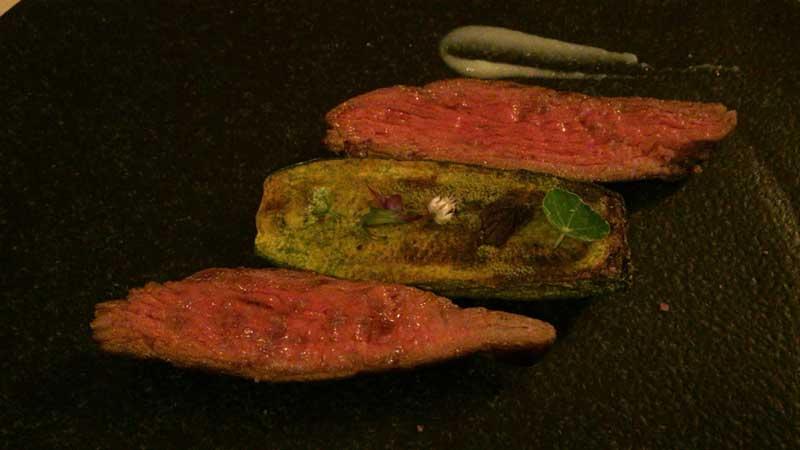 ギュッと肉汁が詰まった赤身は牛本来の味が楽しめます