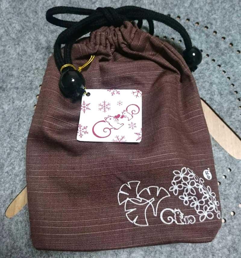 鎌倉紅谷の直営店限定商品「巾着セット」(税込830円)