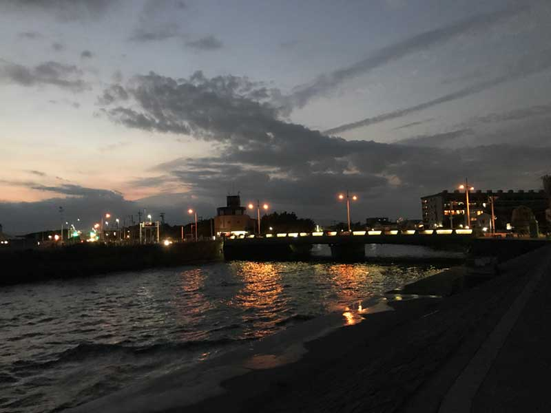 川べりの夜景も綺麗