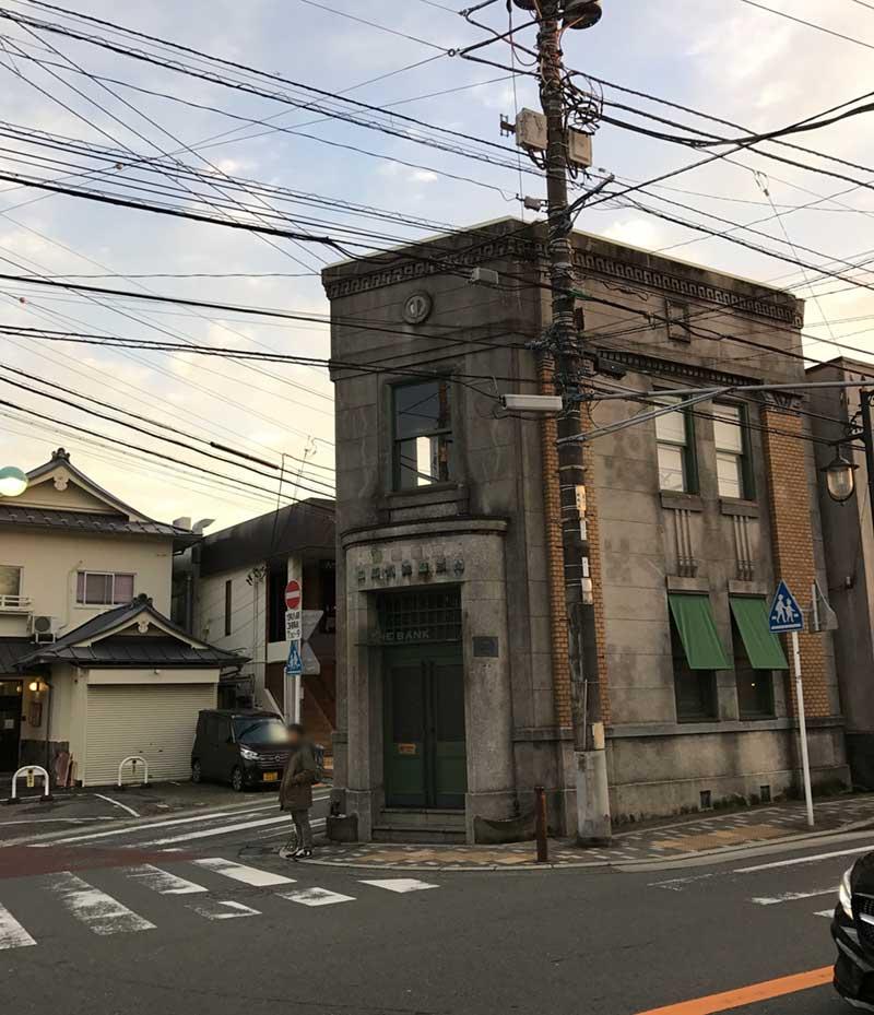 長谷小路にあるおしゃれバー「the BANK」