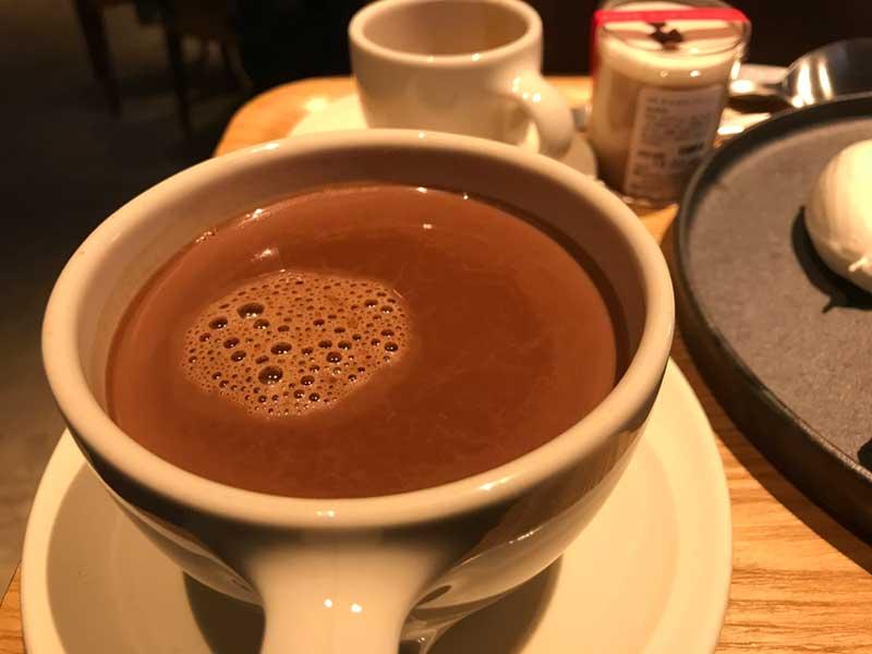甘さ控えめのビターなホットチョコレート