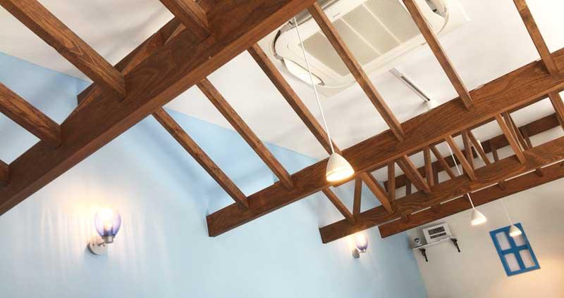 広い天井で開放感があります