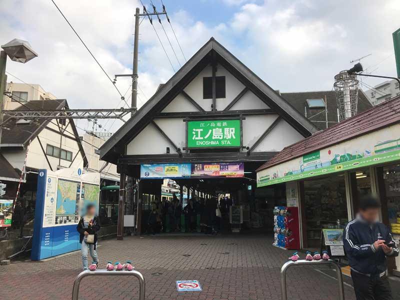 江ノ電江ノ島駅前のかわいい小鳥・スズメの柵