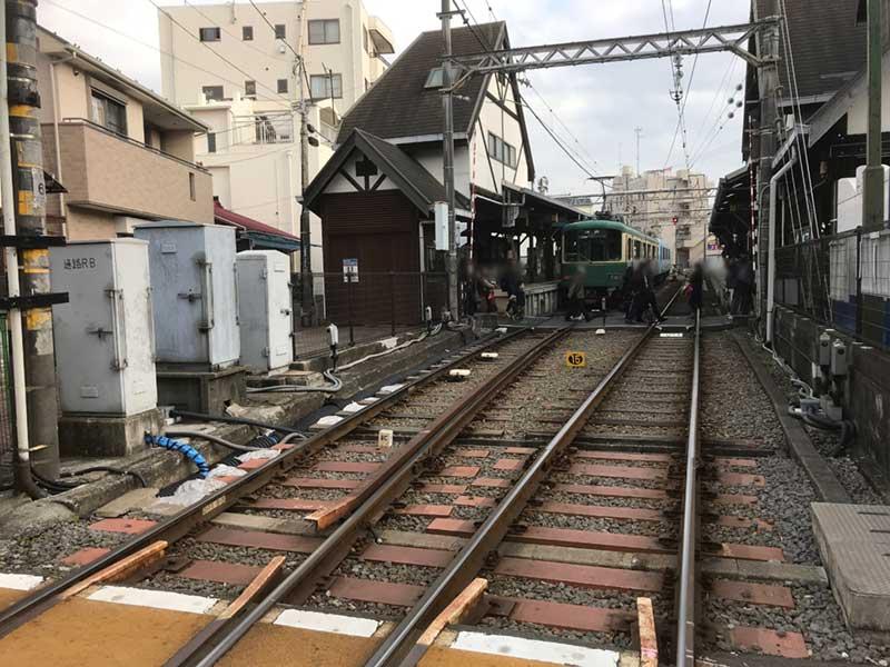 江ノ電江ノ島駅の線路を渡ってすぐ