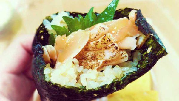 【江ノ前まきたて屋レビュー】2018年最新穴場!地魚鮮魚を巻き寿司で食べ歩き!あの江ノ島スズメもいるよ!