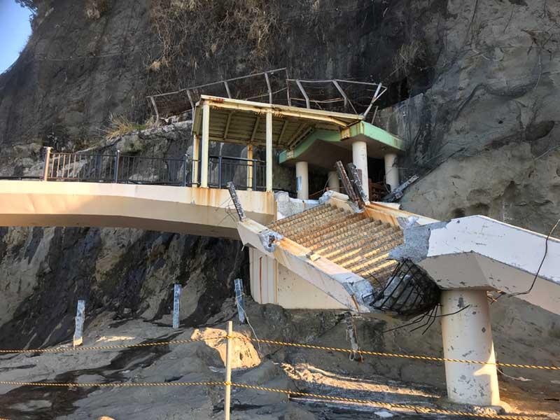 橋がこんなに倒壊している