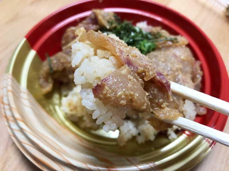 ゴマダレが赤酢のご飯と良く合う!