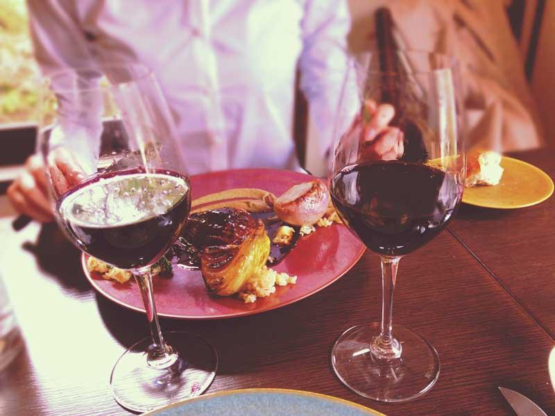 夫婦でワインが進むご機嫌なランチ