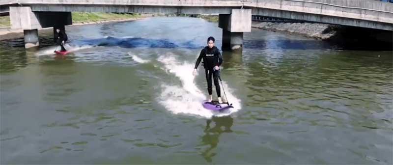 こんな川でもサーフィンできちゃう