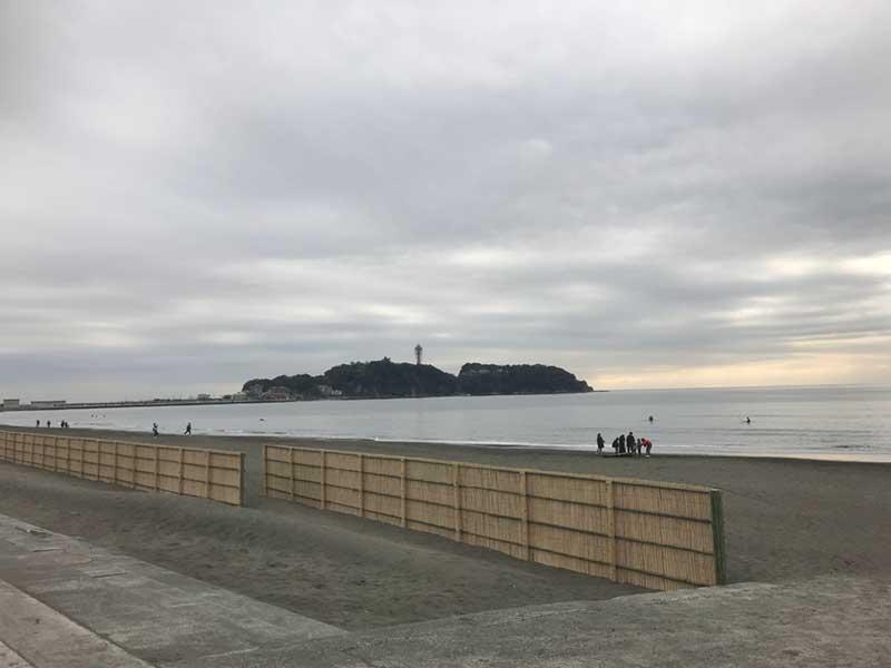 新江ノ島水族館の目の前の浜、片瀬海岸西浜