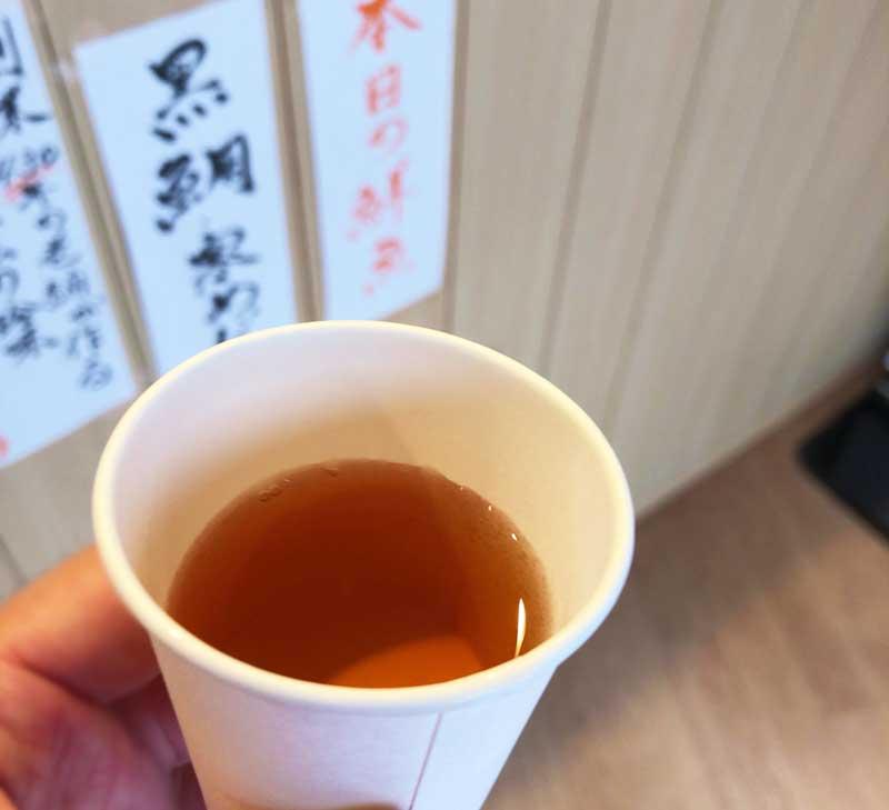 肌寒い日だったので温かいお茶のサービスが嬉しい