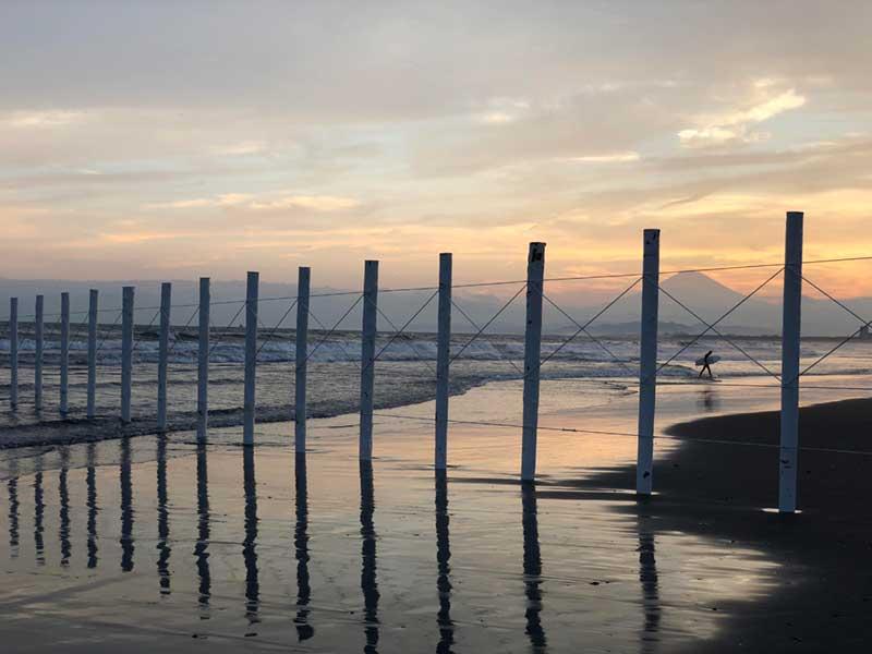 鵠沼海岸の白いポール
