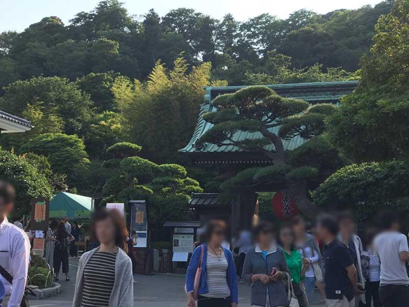 いつも混雑する長谷寺の入口