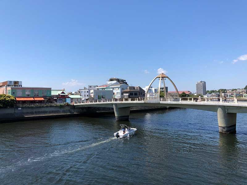 小田急線片瀬江ノ島駅にかかる橋
