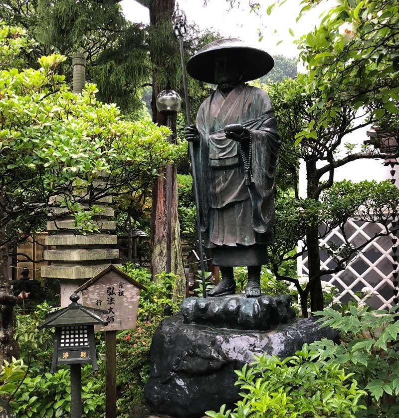 立派な弘法大師像