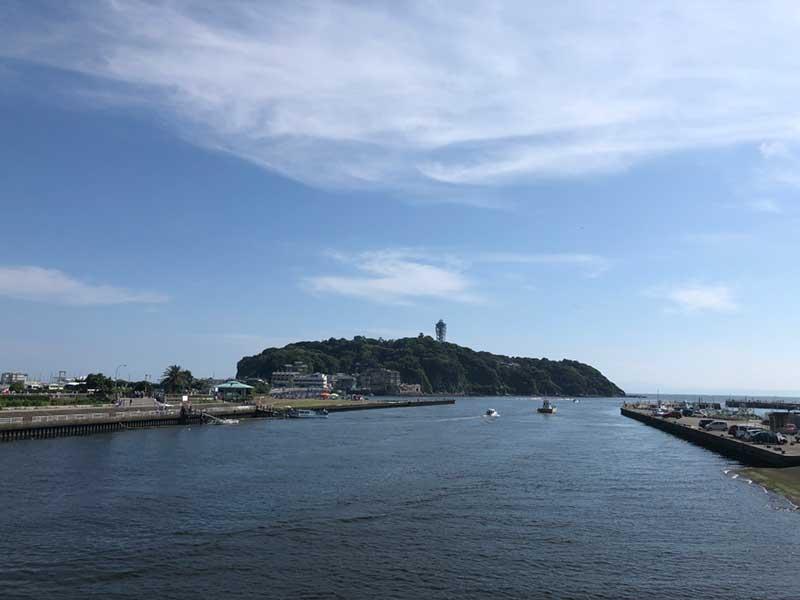 川をはさんで東浜へ