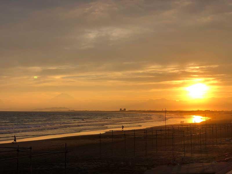 沈む前の一瞬強く光る夕日