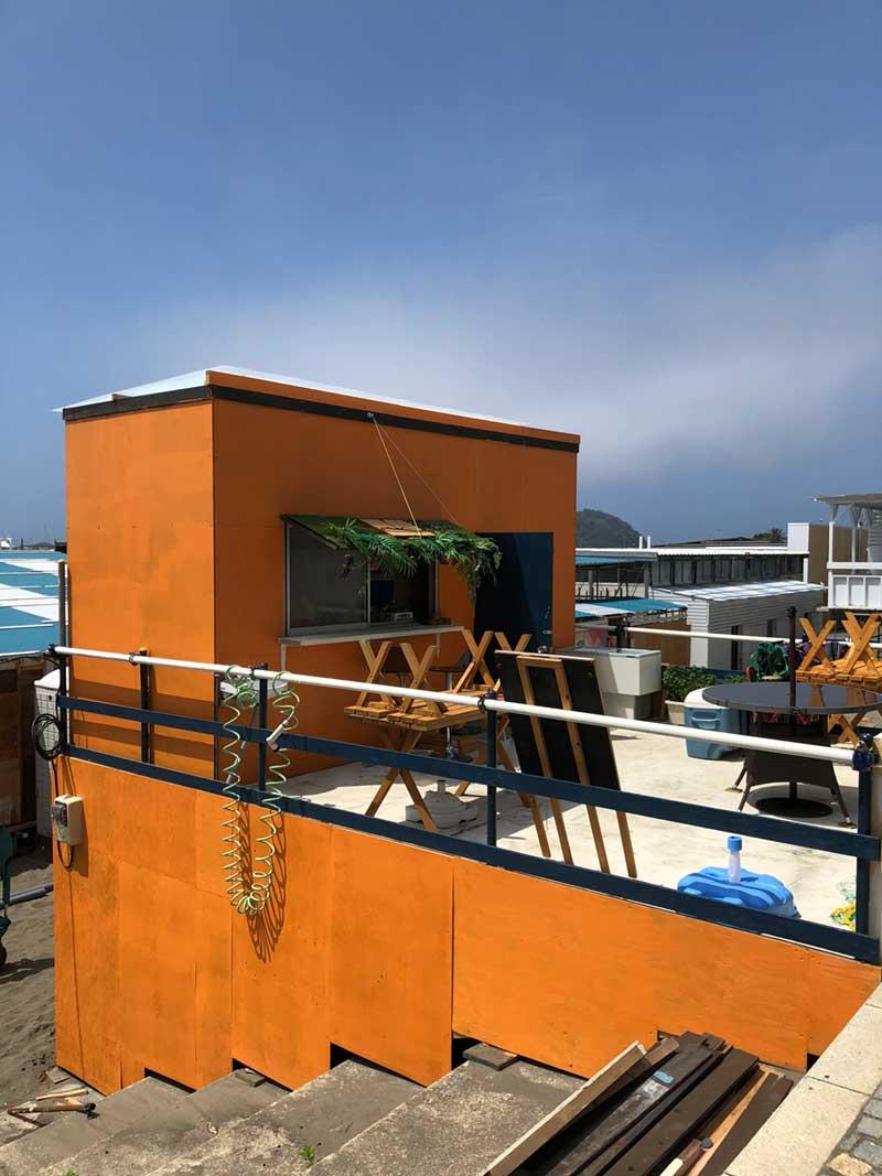 カラフルな海の家