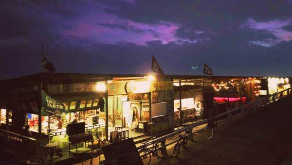 【2018江ノ島海水浴場の夜ってどんな感じ?】海の家の夜の営業時間は?20時までBAR営業?夜も盛り上がる?