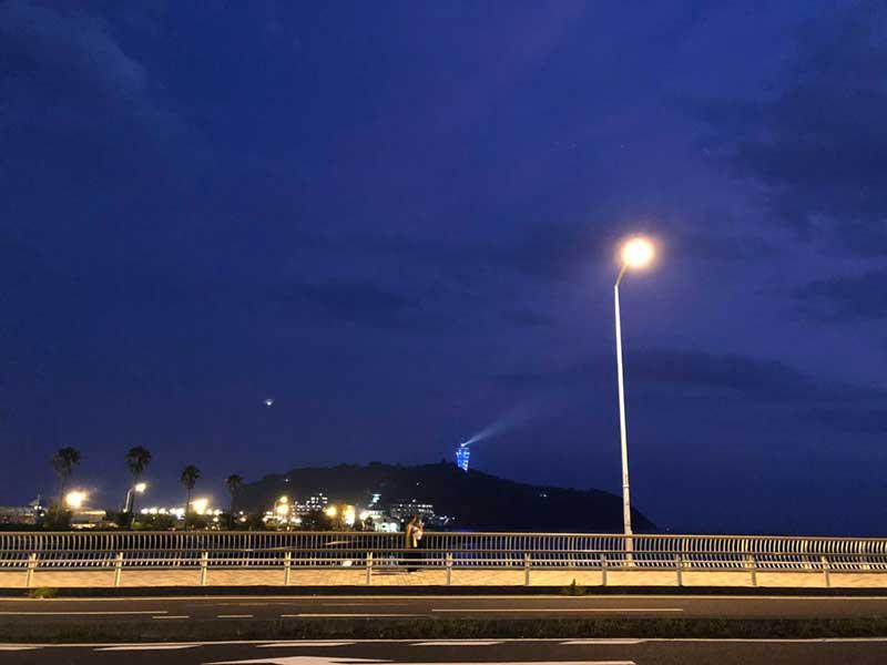 江ノ島の夜景を拝みつつ西浜へ