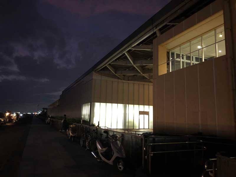 新江ノ島水族館の裏