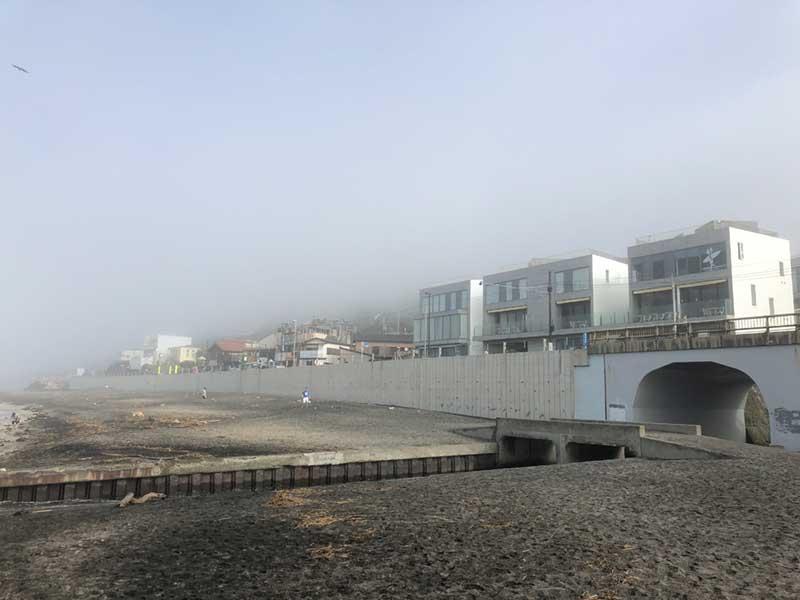 billsも霧に隠れそう