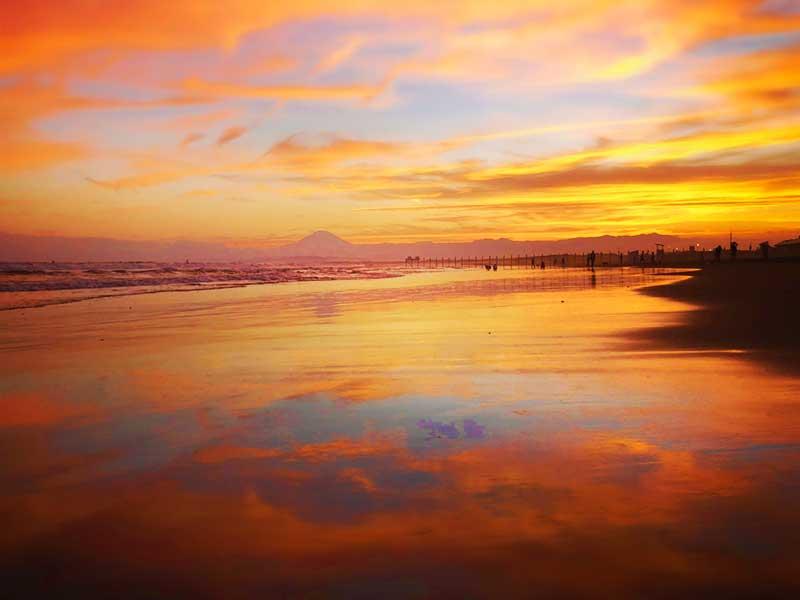 真っ赤に染まった空と海