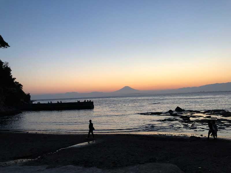 西浦漁港と富士と夕陽