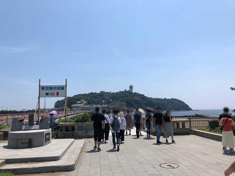 島へ向かう江ノ島大橋も観光客でいっぱい
