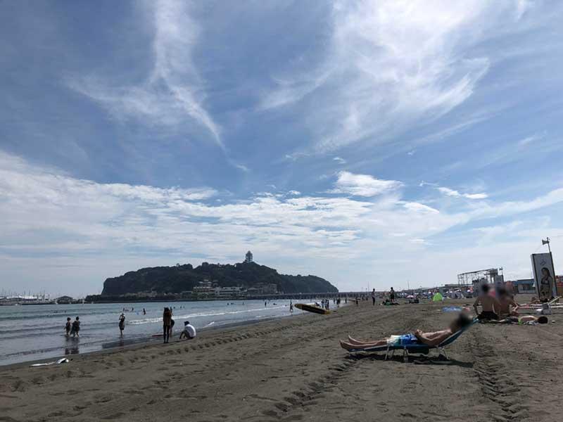 すでに真夏の様相の片瀬東浜海水浴場