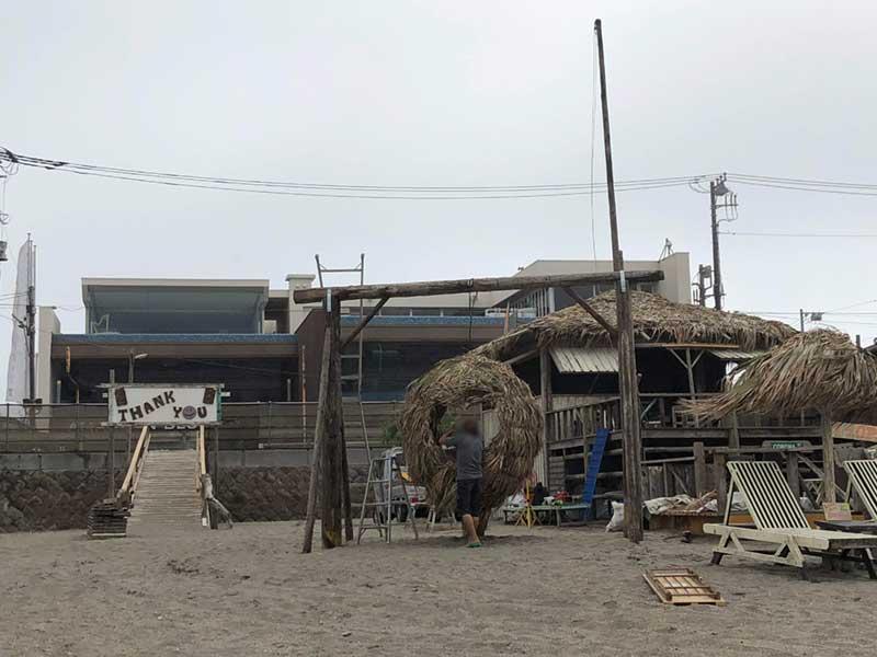 鬼太郎ハウスみたいな海の家