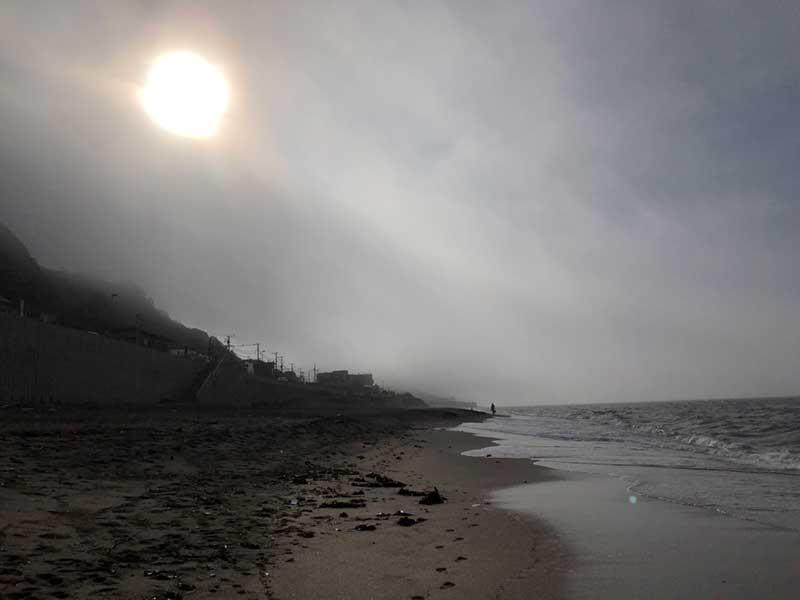 夏の太陽すら隠れてしまうほど濃い霧