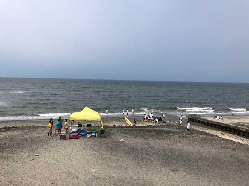 海水浴客やBBQを楽しむ人も