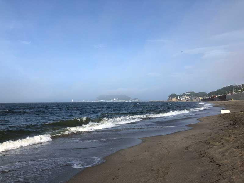 海開きを迎えた七里ヶ浜の海