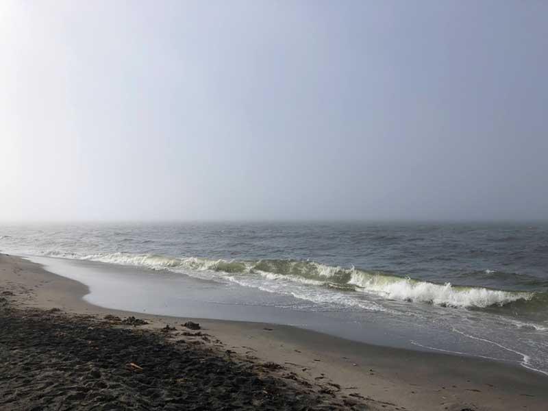 霧と青空が混じった変な空