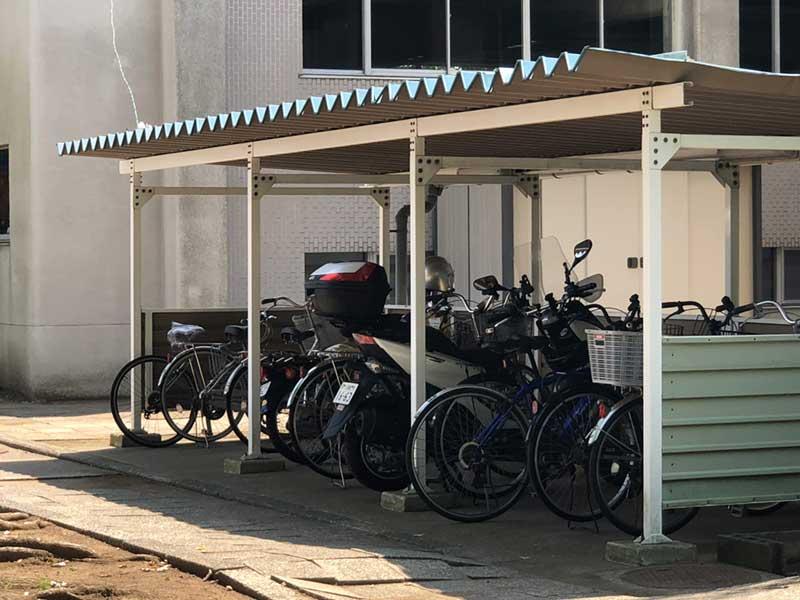 青少年会館の脇の駐輪場