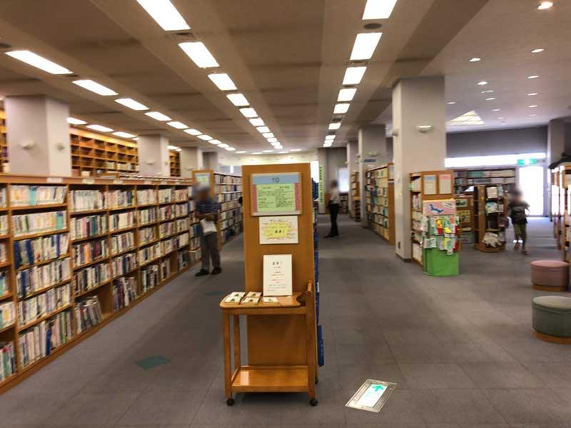 平塚市南図書館の館内の様子